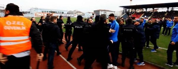 Amatör ligde olaylı maç! Takım otobüsüne saldırdılar