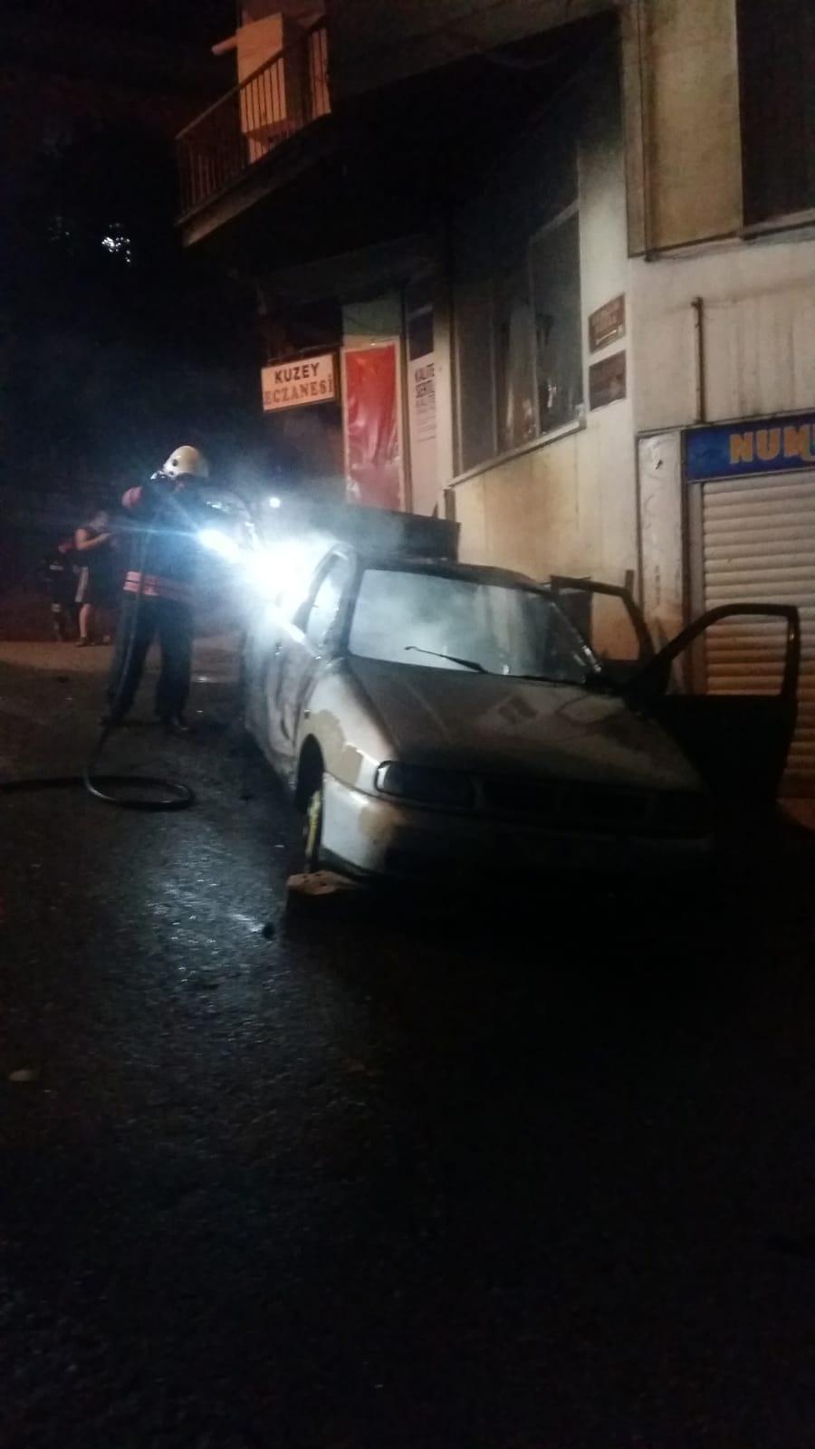 Trabzon'un Ortahisar ilçesinde bir araç kundaklandı.