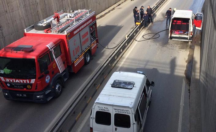 Trabzon'da hareket halindeki dolmuşta yangın çıktı