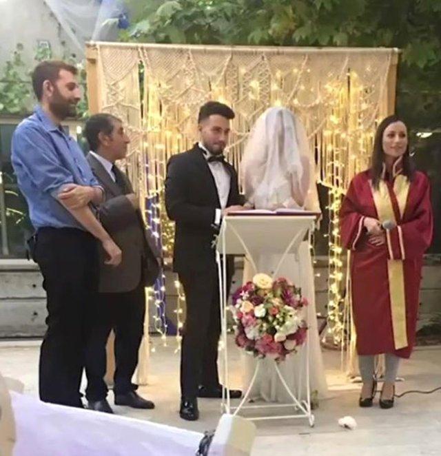 Enes Batur, Tulu Bacı ile Evlendi