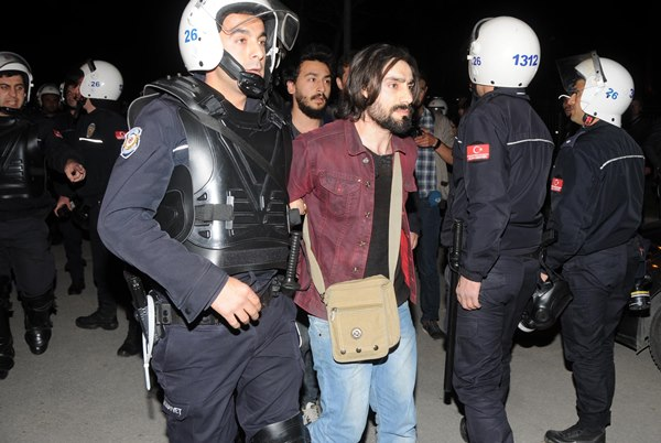 Eskişehir'de tencere-tavalı eyleme 10 gözaltı 3