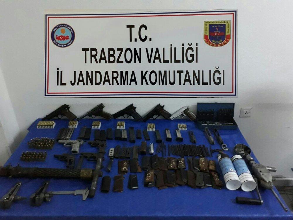 Düzköy'de bir eve silah baskını!