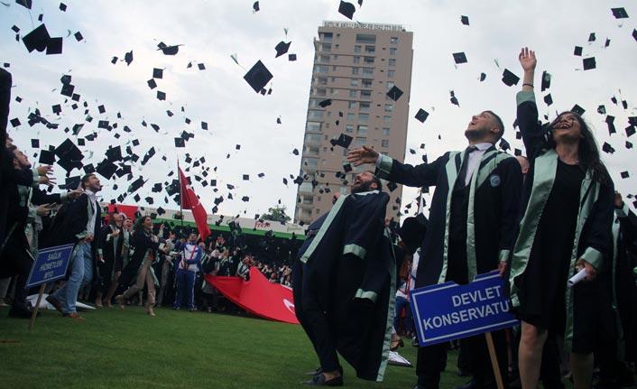 Giresun Üniversitesi'nde mezuniyet coşkusu