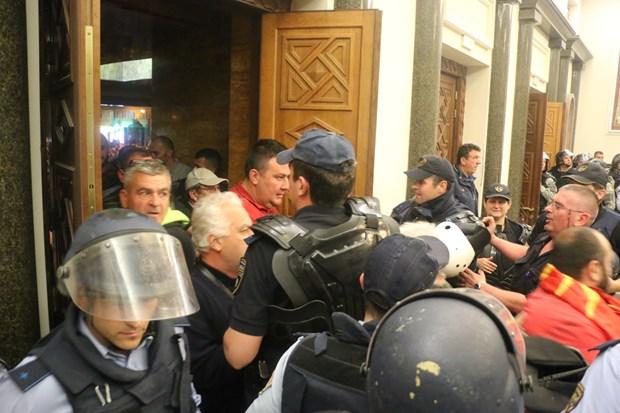 Meclis'i basıp milletvekillerini rehin aldılar! 4