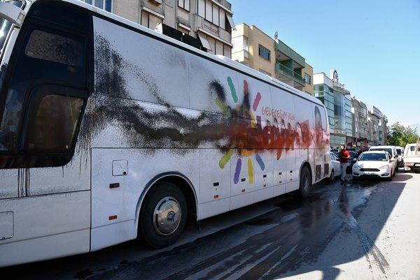 'Hayır' otobüslerine boyalı saldırı 2