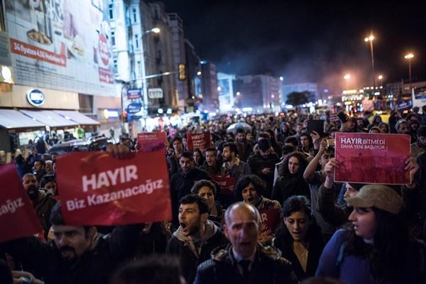 İstanbul'da referanduma tepki! Halk sokakta 3