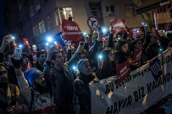 İstanbul'da referanduma tepki! Halk sokakta 4
