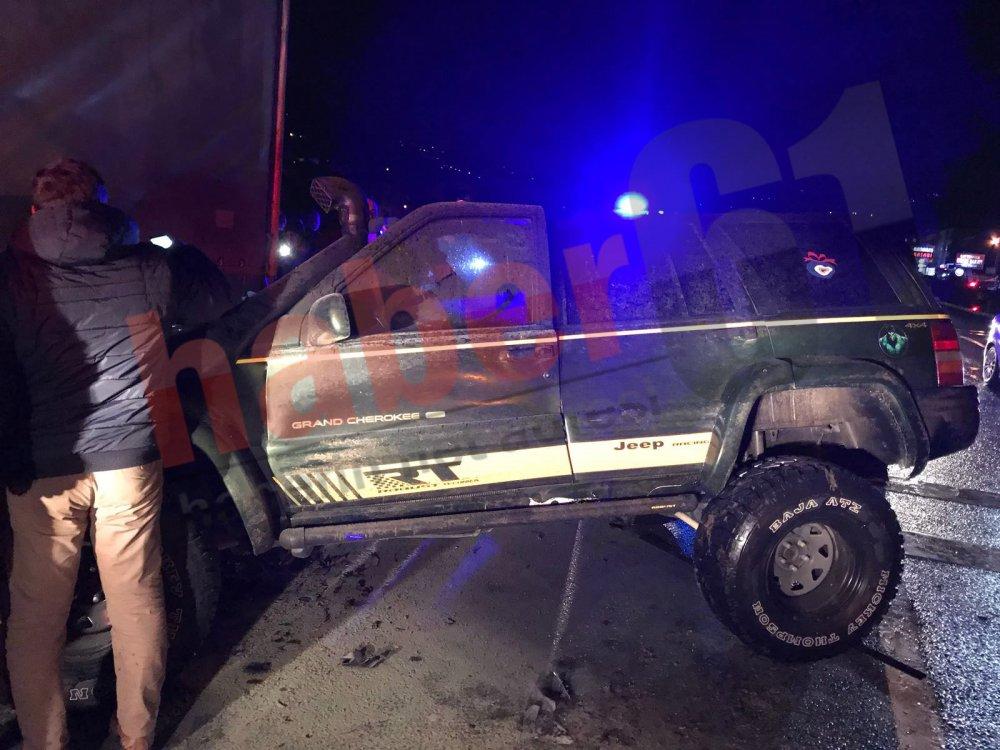 Maçka'da otomobil TIR'ın altına girdi! 2 kişi yaralı