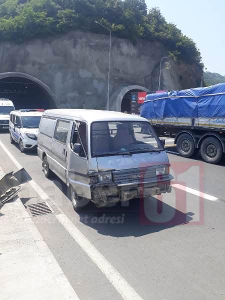 Trabzon'da kamyonet ile otomobil çarpıştı: 4 yaralı
