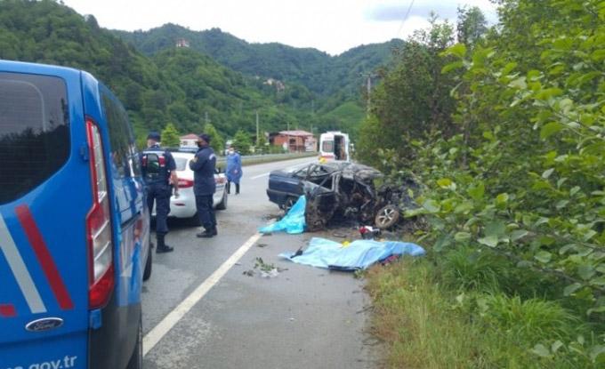 Trabzon'da kaza - Elektrik direğine çarptı