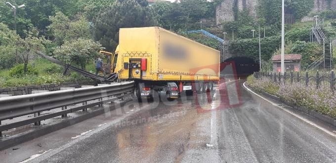 Trabzon'da kaza! Tır kontrolden çıktı