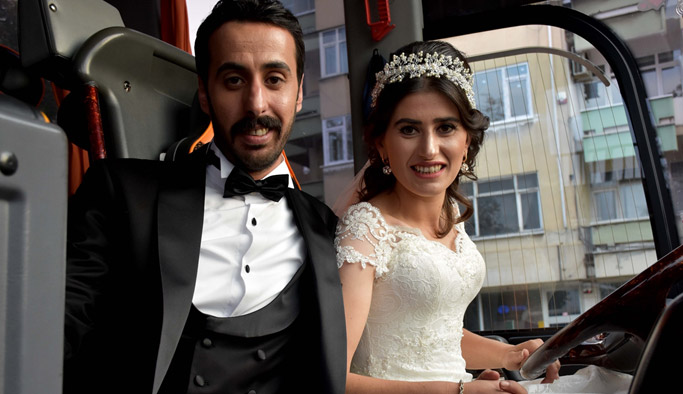 Trabzon'da gelinlikle otobüs şoförlüğü yaptı