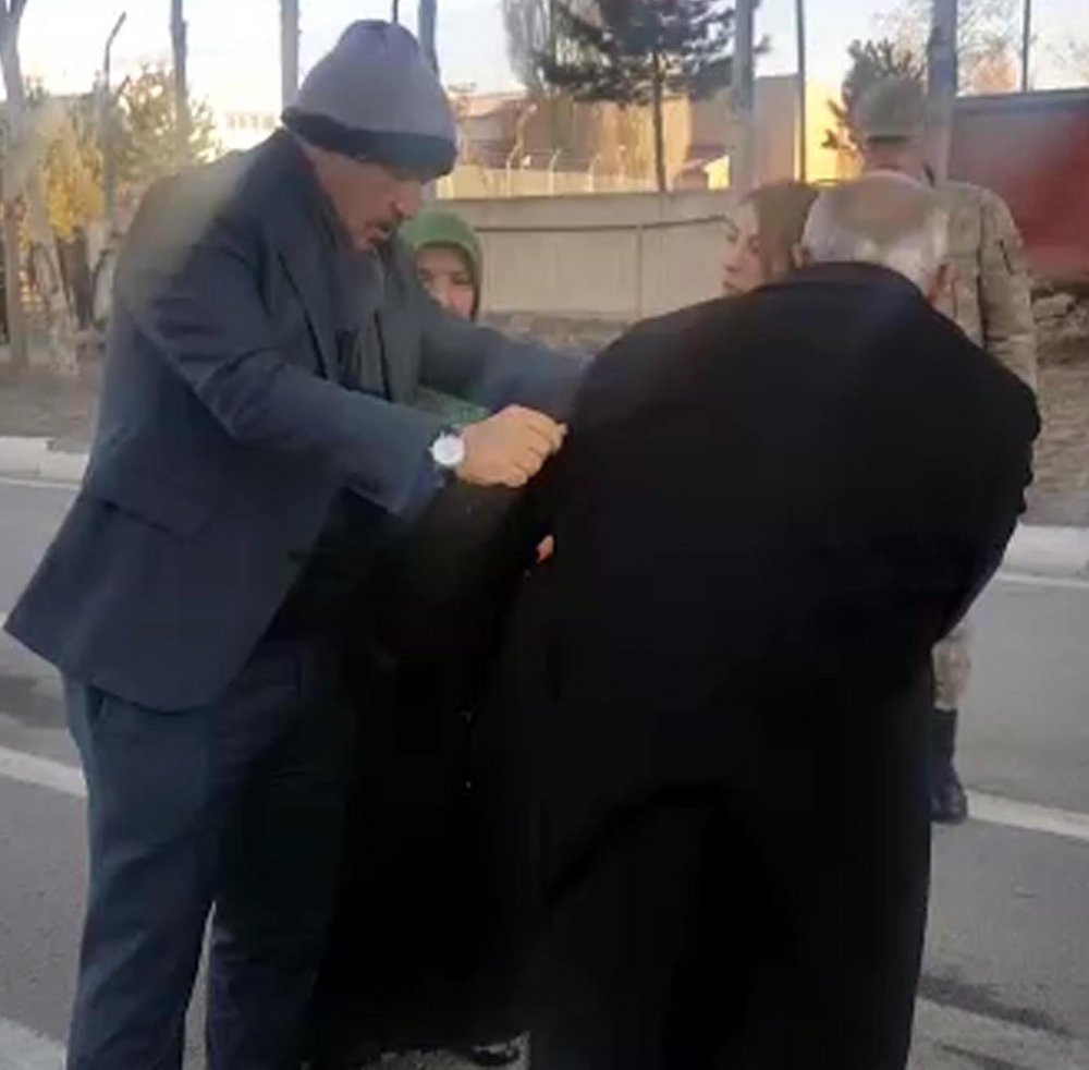 Milletvekili, paltosunu üşüyen asker babasına verdi
