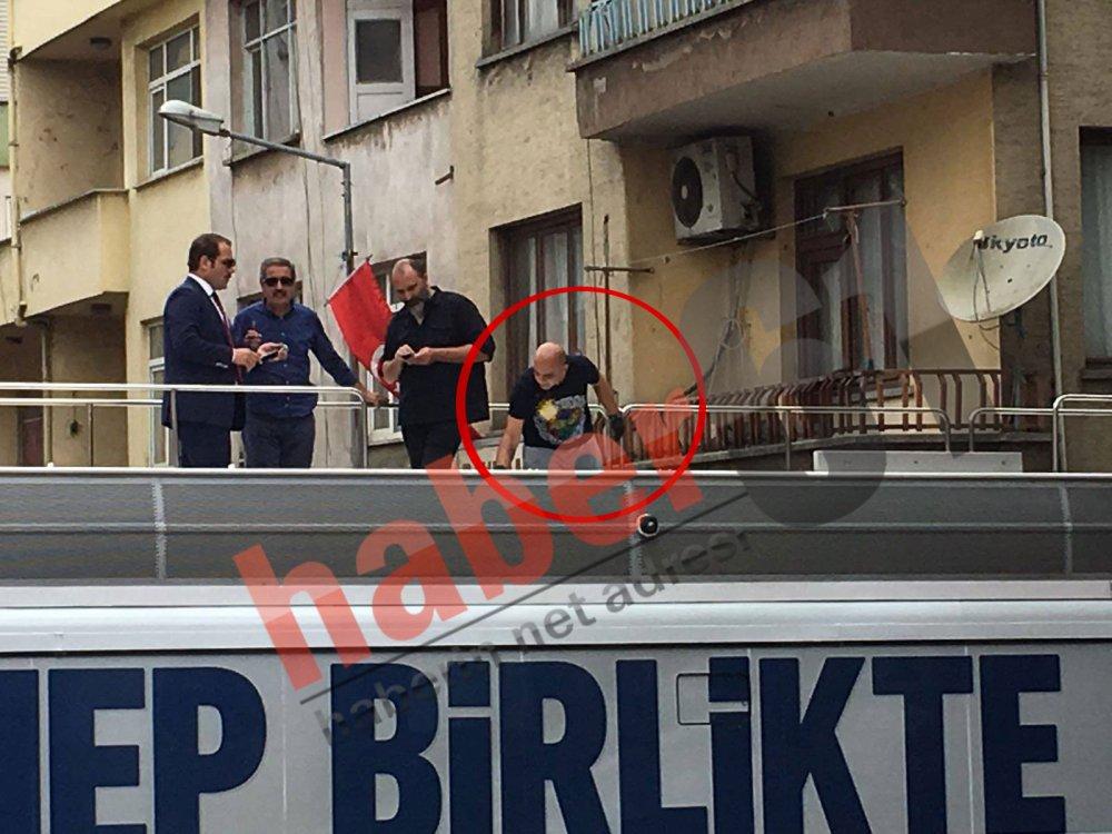 Trabzon'da Fenerbahçe tişörtlü görevli dikkat çekti!