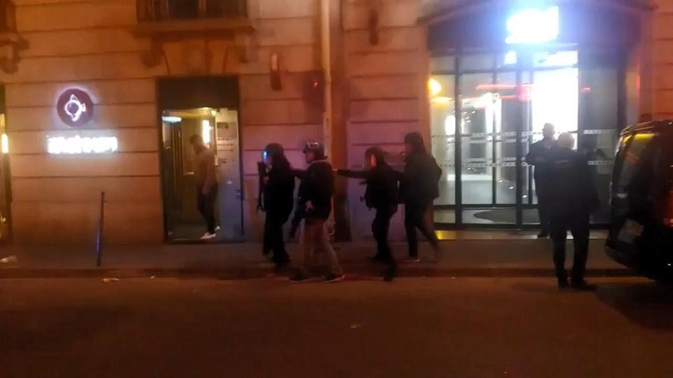 Paris'te polisle silahlı çatışma! 1 ölü 1 yaralı