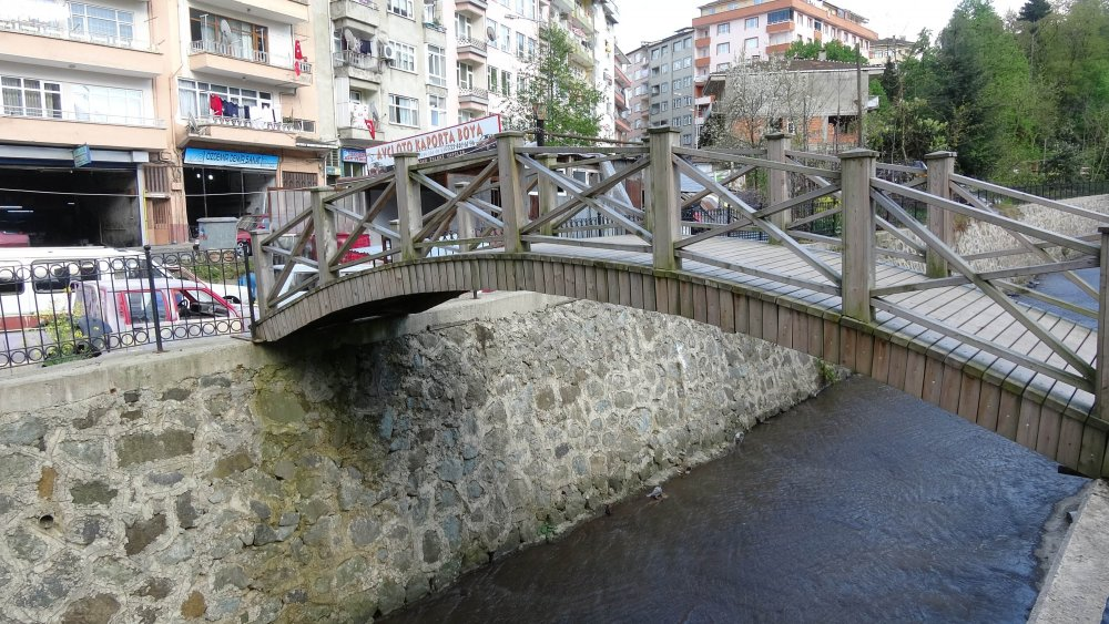 Rize'de çıkışı olmayan köprü!