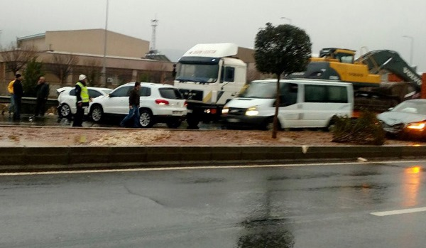 Bakan'ın konvoyunda zincirleme kaza: 8 yaralı!