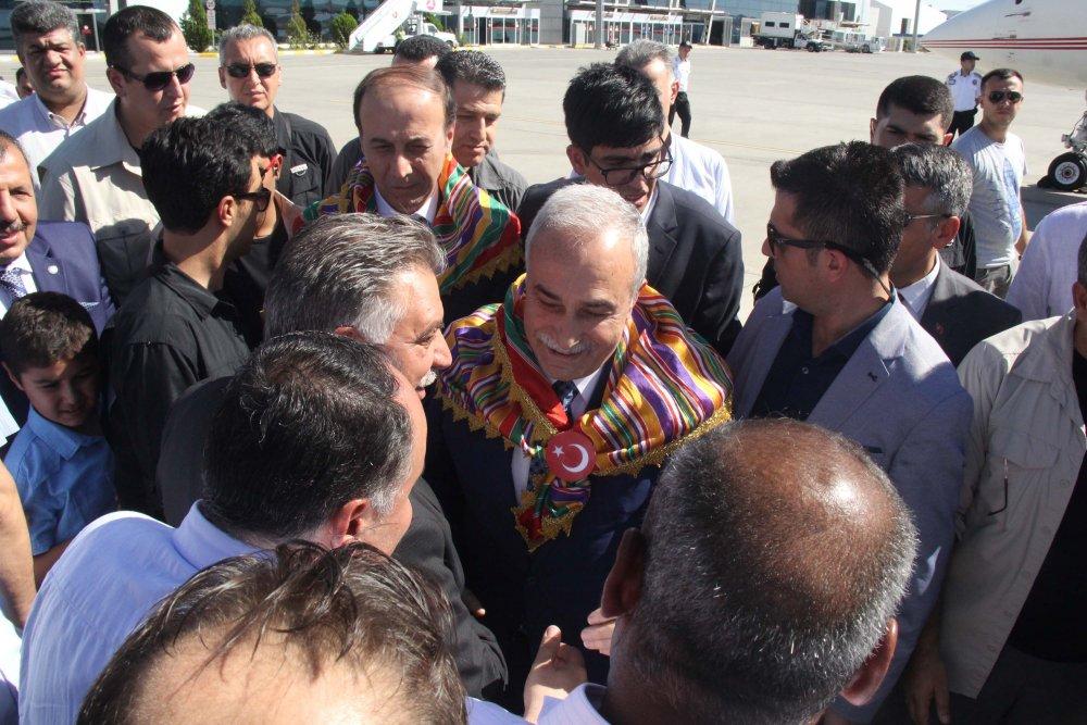 Yeni Bakan'a memleketinde coşkulu karşılama