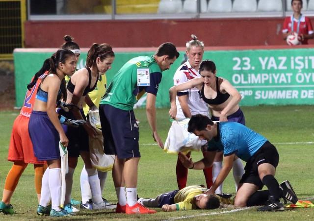 Türk hakem futbolcunun hayatını kurtardı