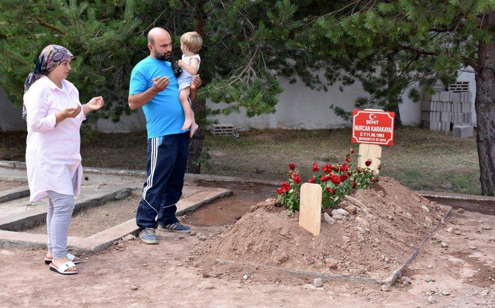 Trabzon'dan şehit anne ve bebeğin mezarını ziyarete gittiler