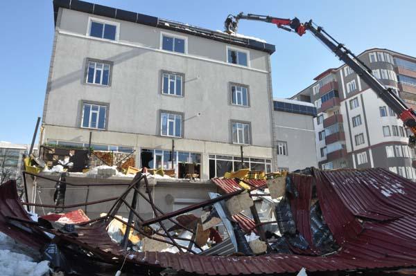 Kafenin çatısı çöktü! Ölü ve yaralılar var