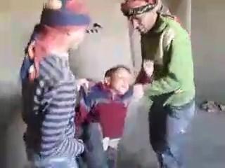 Suriyeli işçiler küçük çocuğa kazma kürekle işkence yaptı!