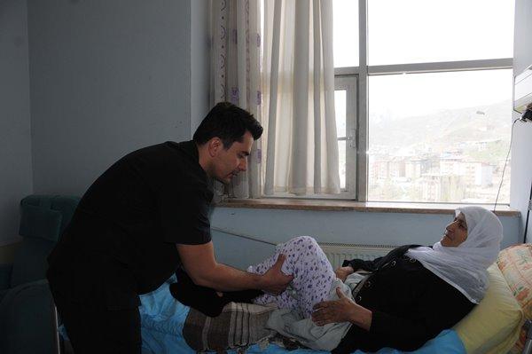 Trabzonlu doktor Hakkarililerin sevgisini kazandı