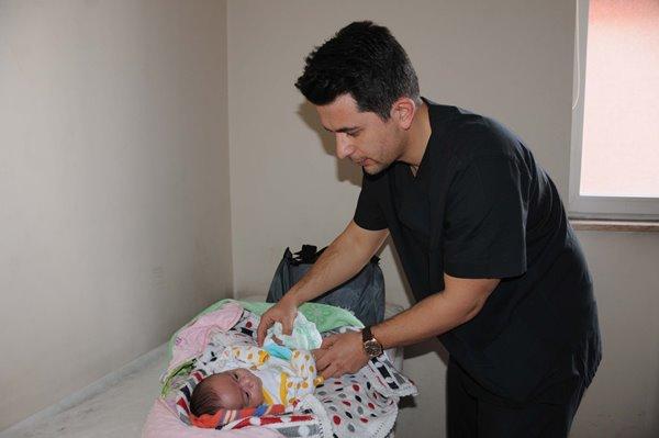 Trabzonlu doktor Hakkarililerin sevgisini kazandı 2
