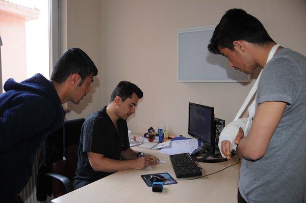 Trabzonlu doktor Hakkarililerin sevgisini kazandı 5