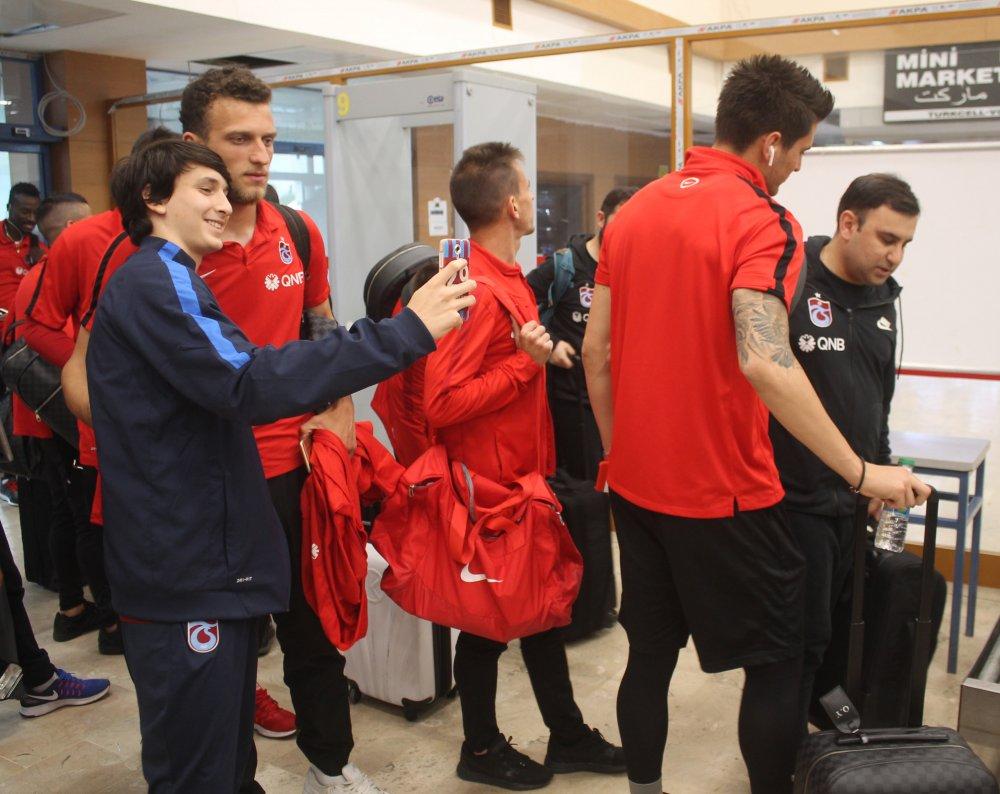 Trabzonspor Fenerbahçe maçı için İstanbul'a gitti