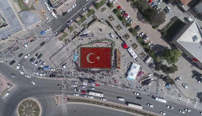 Lalerden yapılan Türk bayrağı rekor kırdı