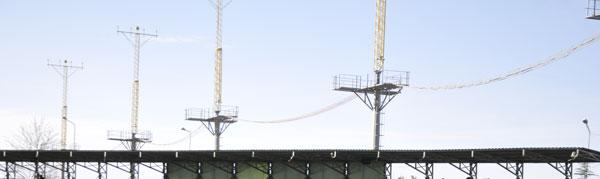 Havalimanın ILS direklerinden biri stadın çatısına düştü