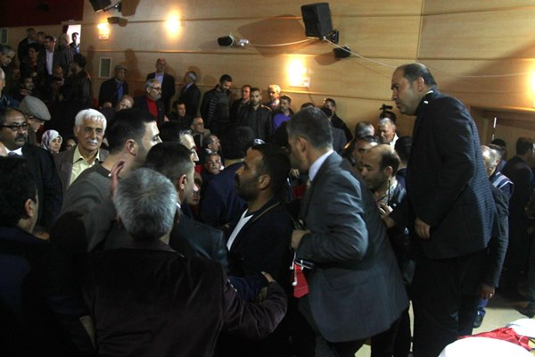 Ümit Özdağ ve Yusuf Halaçoğlu'nun toplantısına baskın!