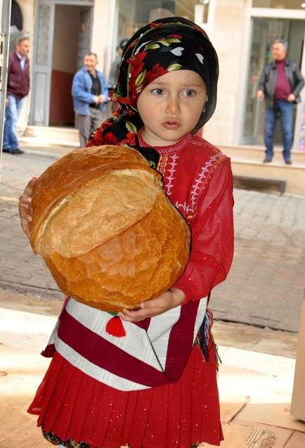 Uzun süre bayatlamayan Trabzon ekmeğine talep arttı