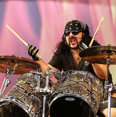Metalciler yasta! Dünyaca ünlü grup Pantera'nın bateristi öldü