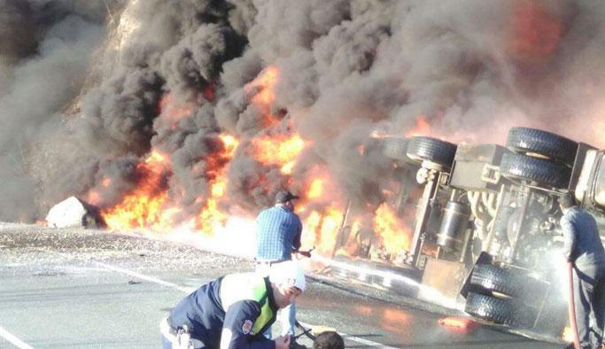 Devrilen tanker alev alev yandı