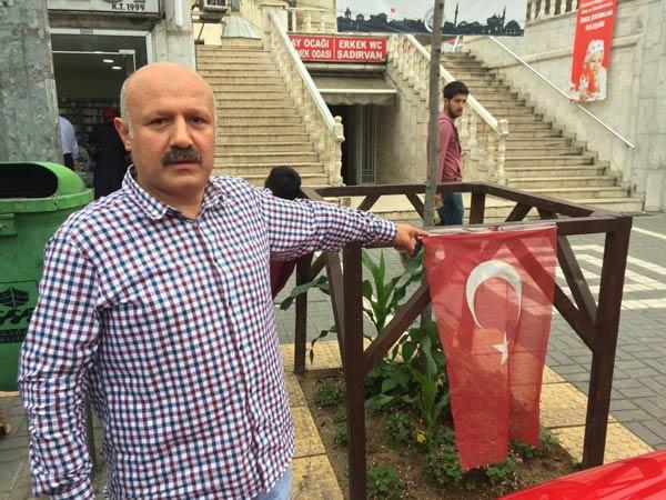 Trabzon'da Türk Bayrağını yere attı: Kemeraya yakalandı