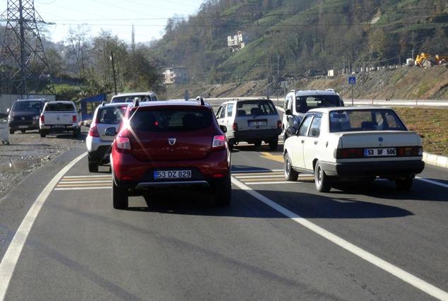 Rize'de ilginç olay: Yeni yol geçti köy unutuldu