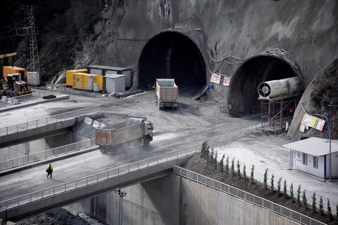 Zigana Tüneli'nde yarıya gelindi