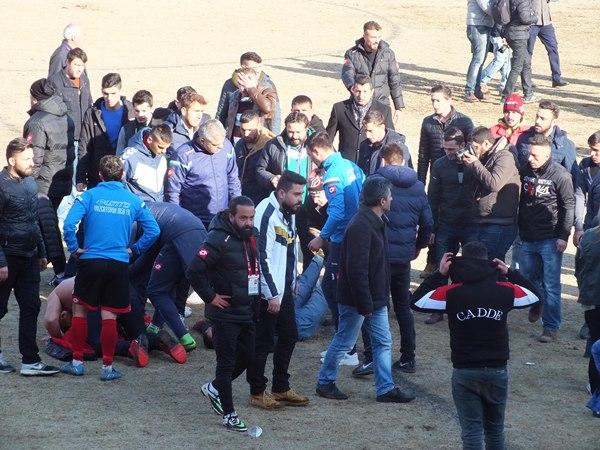 Amatör maçta kavga! Kulüp yöneticisi kalp krizi geçirdi
