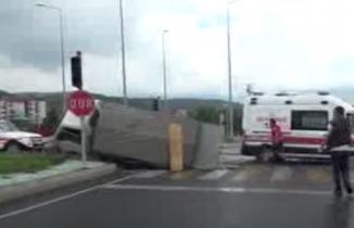 Bolu ambulansla kamyonet çarpıştı