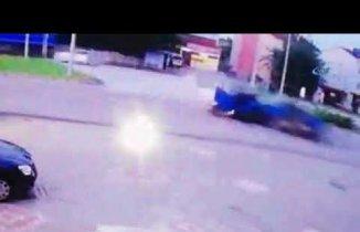 Samsun'da kaza: Araç ikiye bölündü